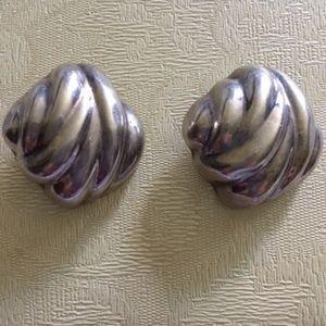 VINTAGE TIFFANY CLASSIC SHELL EARRINGS
